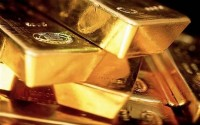 Lý do giá vàng thế giới rơi tự do